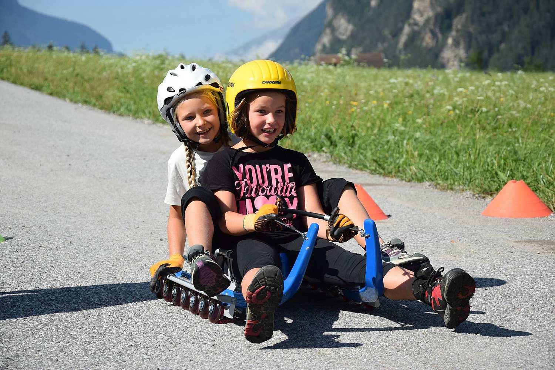 comp_Rollenrodel-mit-Kinder-f.Internetseite-2